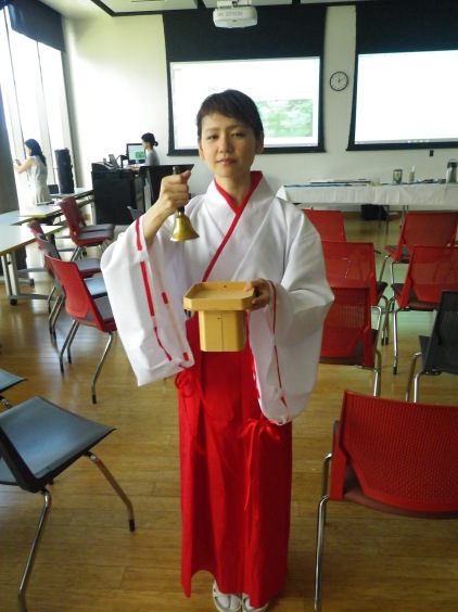traditional Japanese dress (1)