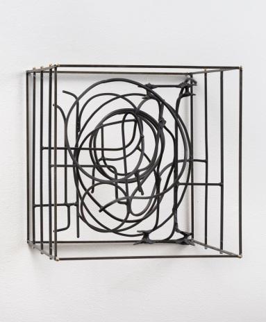 Khôra. John David O'Brien, Groviglio ad personam, 2017, Steel, paint, epoxy resin, 20 x 20 x 20 in.Photo Courtesy of Mt. San Antonio College Art Gallery