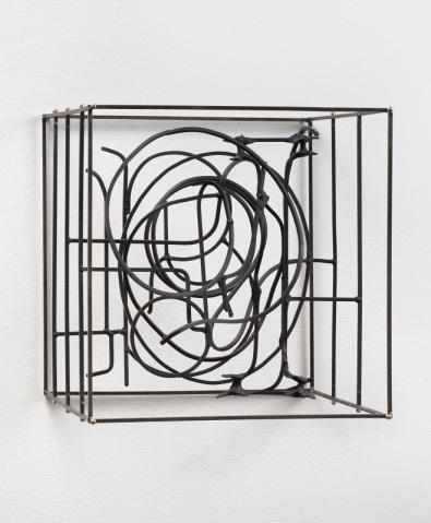 Khôra. John David O'Brien, Groviglio ad personam, 2017, Steel, paint, epoxy resin, 20 x 20 x 20 in.Photo Courtesy of Mt. San Antonio College Art Gallery